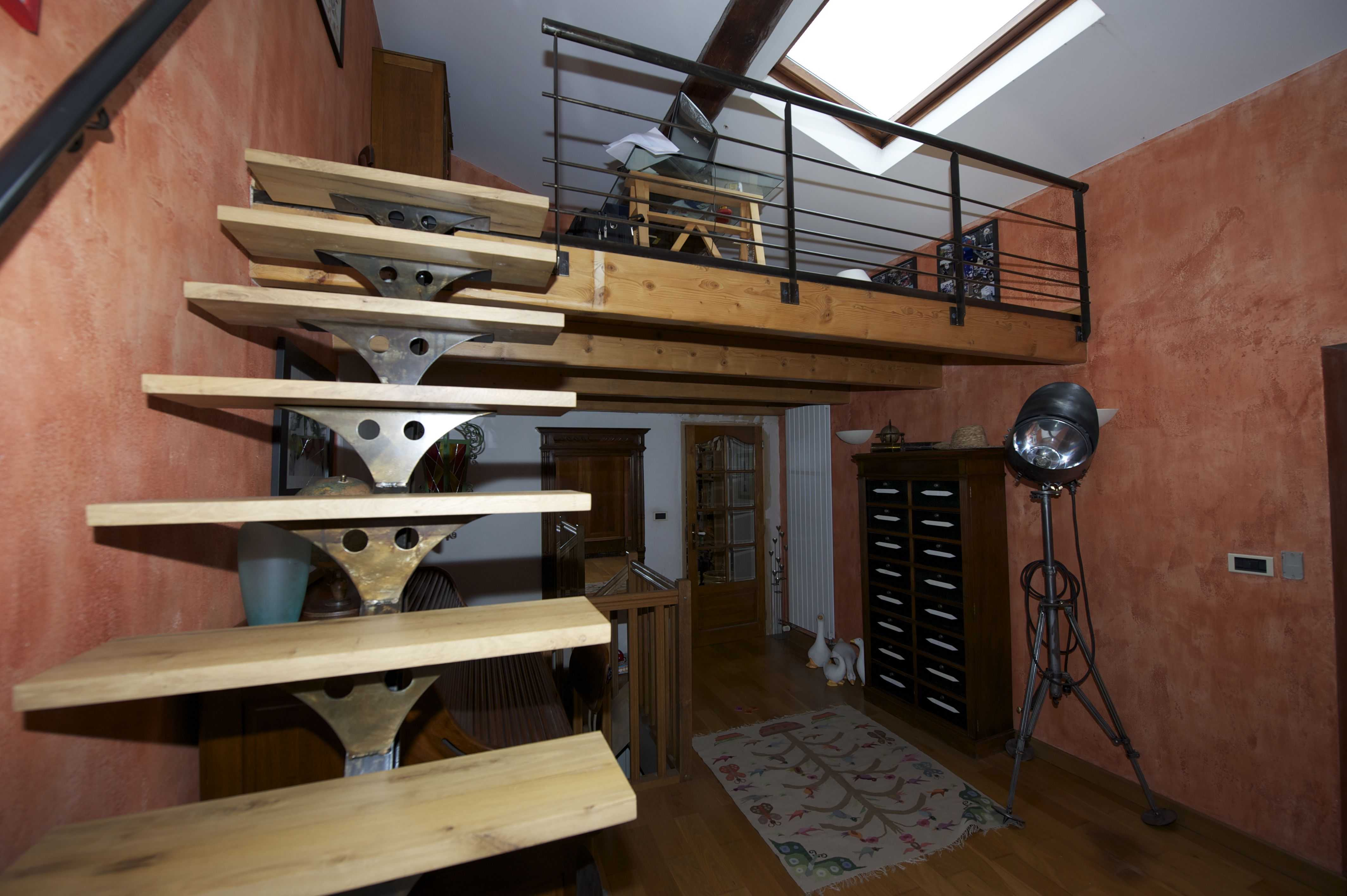 escalier droit str2 cometac. Black Bedroom Furniture Sets. Home Design Ideas