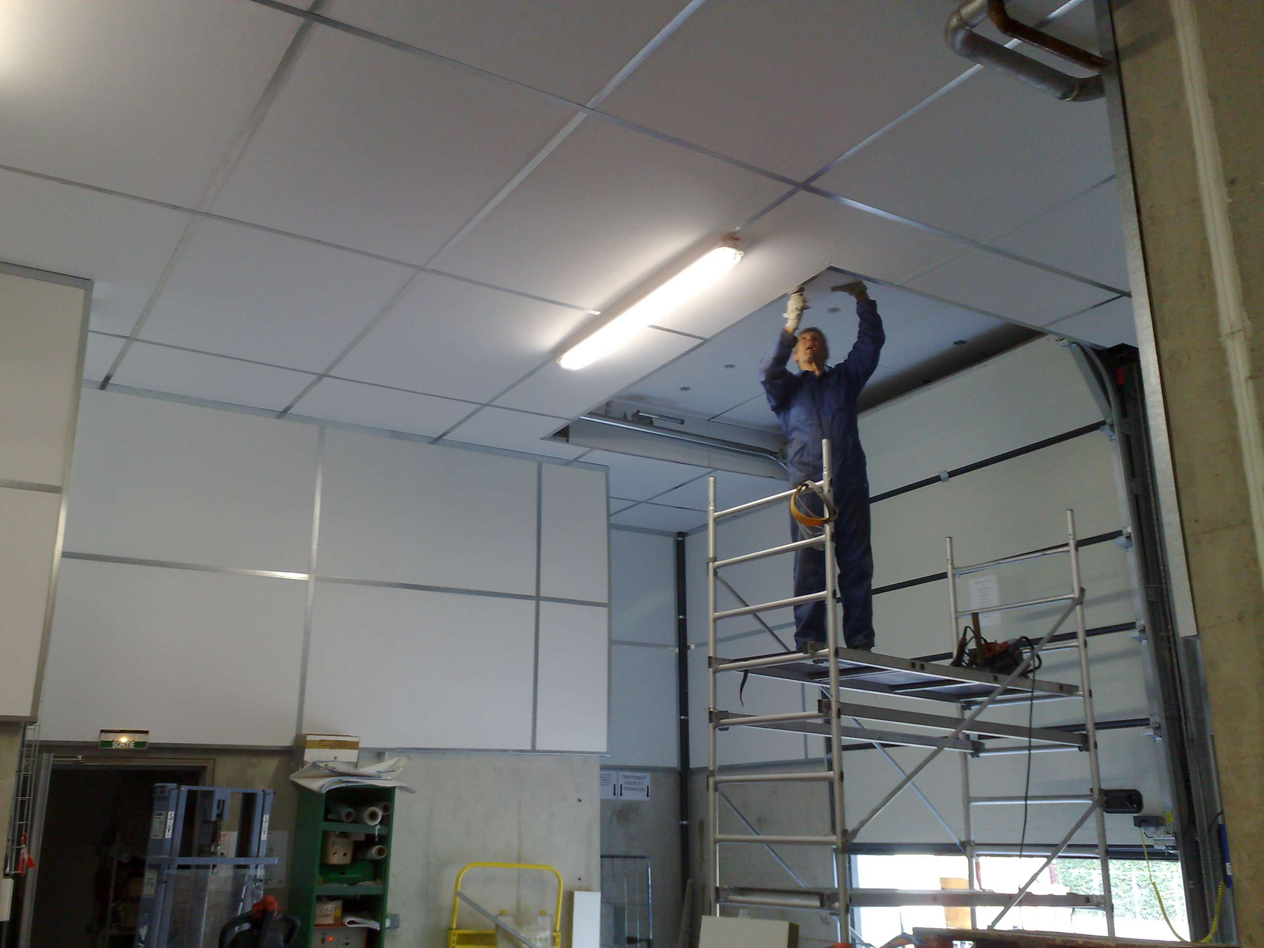 Traitement acoustique de magasin cometac installation for Faux plafond acoustique
