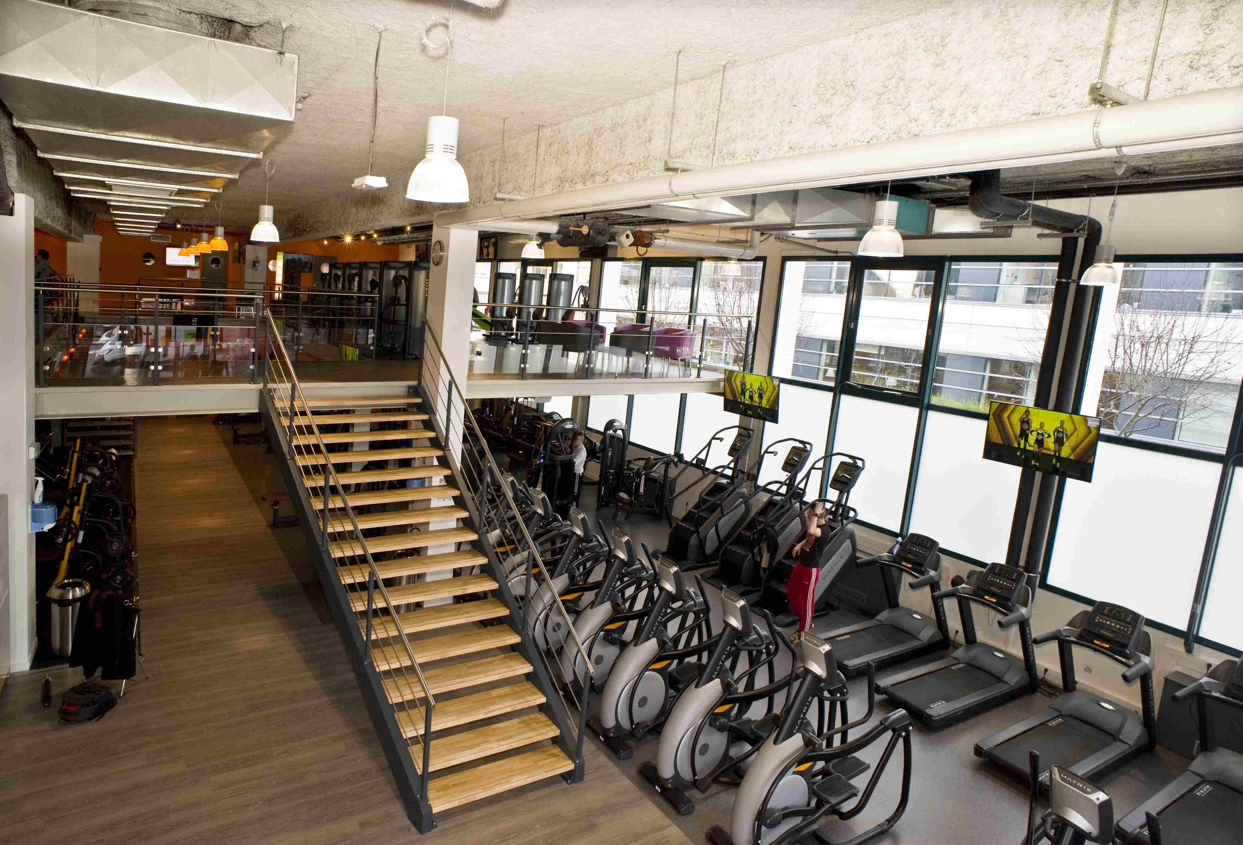 cr ation d 39 une mezzanine erp de 550 m2 dans salle de sport cometac. Black Bedroom Furniture Sets. Home Design Ideas